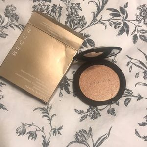BECCA Champagne pop shimmering skin perfector  🥂